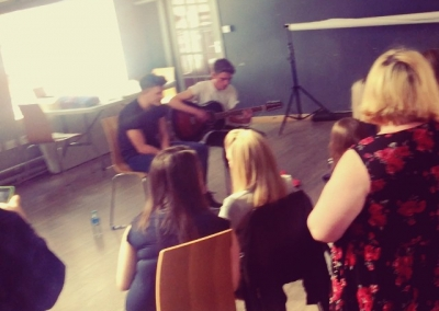 Nathan grisdale at Studio Bee today! @nathangrisdale @studio_bee_mcr #studiobeemcr #nathangrisdale #performance