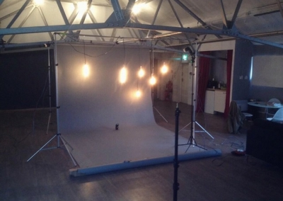 cool as fuck this! i think my regulars should make use of the beams nn the studio! sayin?? #photographer #bts #studiohire #hirestudio #northernquarter #studiobee #studiobeemcr #lifestyle #fashion #shoot #photoshoot #mua #setup